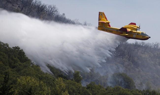 Южна Франция се бори със силни пожари