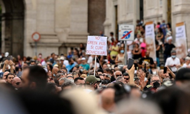 Протести в Италия срещу COVID сертификатите