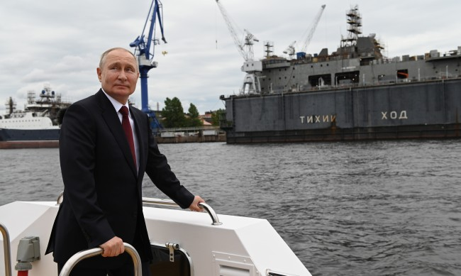Путин: Флотата има всичко, за да гарантира защитата на Русия