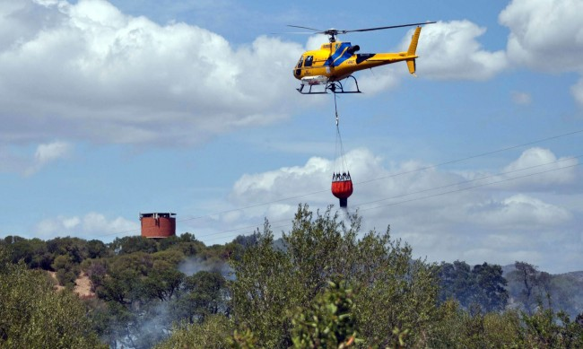 Евакуираха стотици заради пожари на остров Сардиния