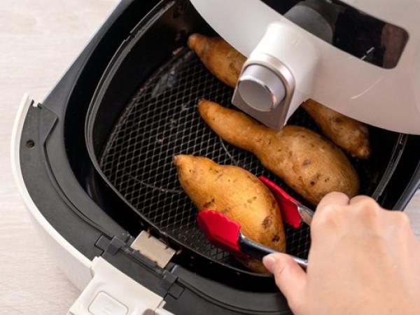 Еърфрайърите са уреди, които предлагат възможността да готвите без или