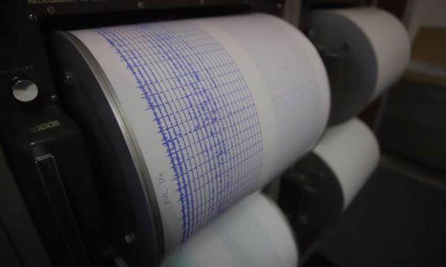 Силно земетресение разлюля Индонезия