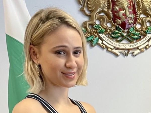"""Номинираната за """"Оскар"""" българска актриса Мария Бакалова посети ВВМУ """"Н."""