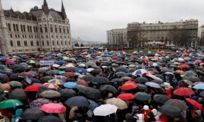 """Протест в Унгария заради шпионския софтуер """"Пегас"""""""