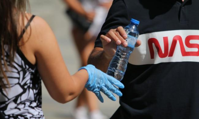 Раздават безплатна вода в София
