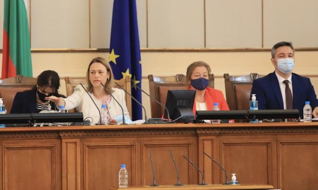 В НС обсъждат заседанията в зала да се редуват с комисиите