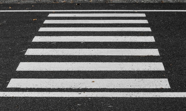 Кола помете пешеходец във Врачанско