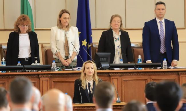 Антоанета Стефанова се закле като депутат