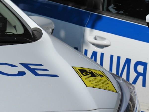 Двама мъже са задържани за серия от кражби в населени