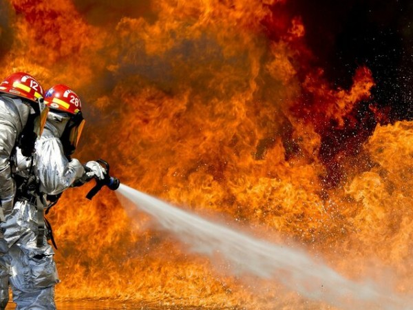 Десетки пожари върлуваъ в Гърция. Местните власти са започнали разследване
