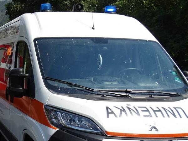 Румънски автобус с туристи и лек автомобил са се ударили