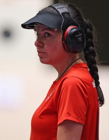 Антоанета Костадинова гледа към медал и на 25 м пистолет