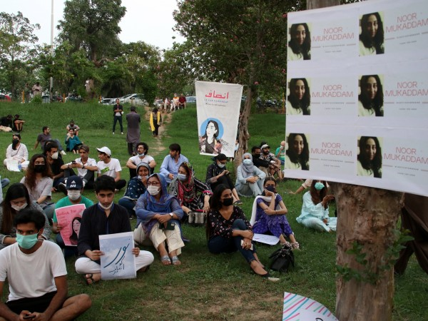 Изгорени живи, обезглавени и изтезавани: жените в Пакистан стават жертва