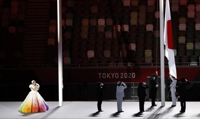 Роклята на Мисия на откриването на Токио 2020 - от рециклирана органза