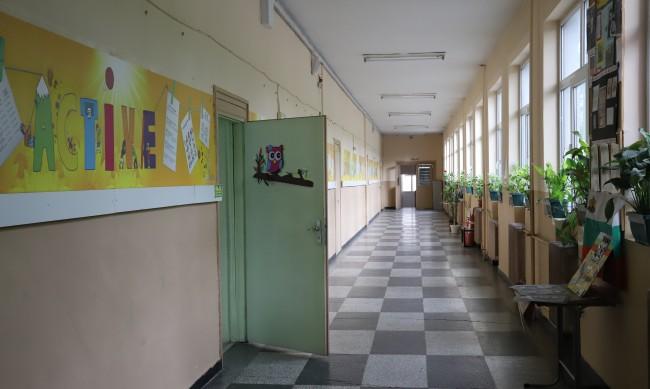 Предлагат забрана на политическата и партийна дейност в училище