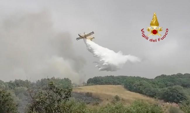 В Италия се борят с над 200 пожара в южните части