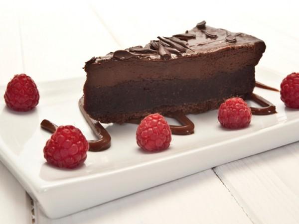 Продукти:180 г бисквити по ваш избор500 г течен шоколад500 г