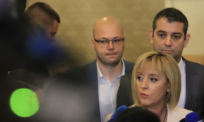 Манолова: Имаме нагласа и воля да има кабинет
