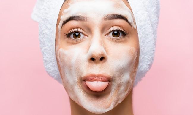 Двойно почистване на кожата - как да го приложите този сезон?