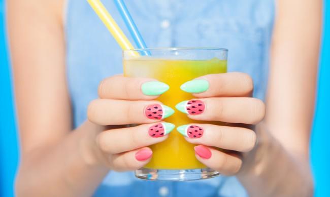 Летен маникюр - украсете ноктите с плодове
