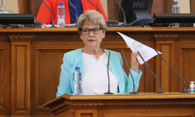 Комитова: Цяла България е разкопана, трябват още пари
