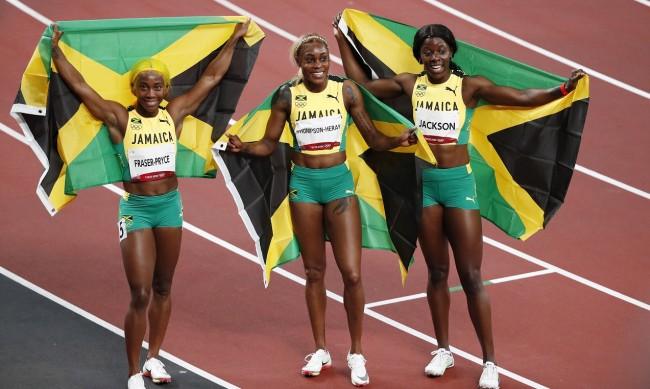 Илейн Томпсън триумфира на 100 метра с феноменално бягане