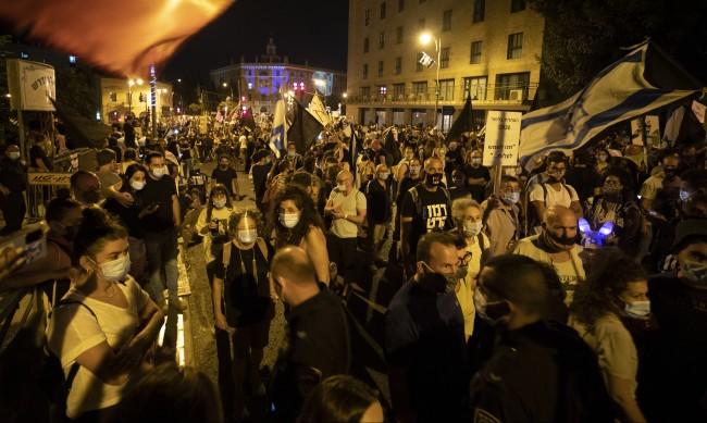 Протест в Тел Авив срещу новите ограничения заради пандемията