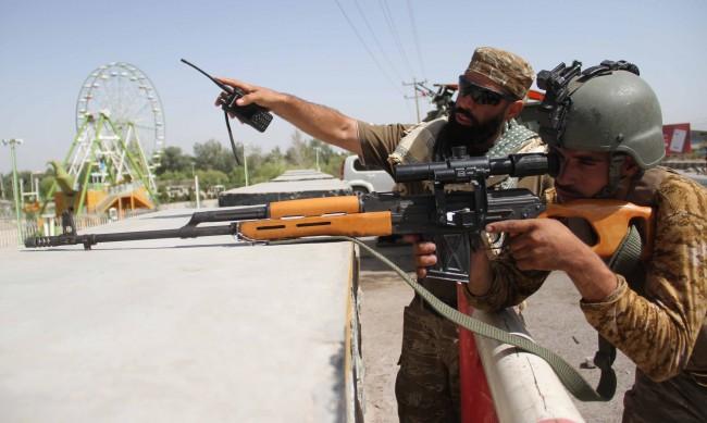 Боеве в Афганистан, талибаните са превзели над половината страна