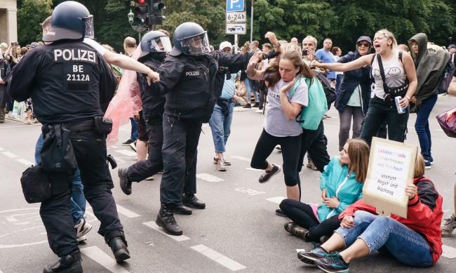 500 протестиращи срещу ваксинационните мерки в Берлин в ареста