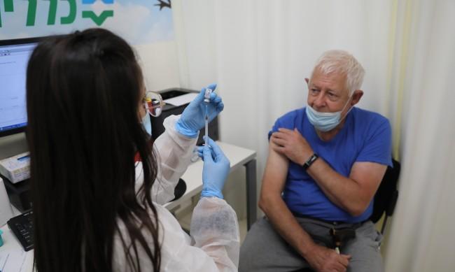 Тежко болните с COVID-19 в Израел се покачват
