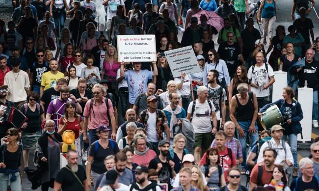 Хиляди на протест в Берлин заради мерките срeщу COVID-19
