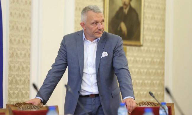 Хаджигенов: Връчването на мандата на ИТН e нелегитимно и нищожно