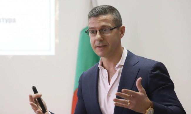Шефът на БНР Андон Балтаков напуска