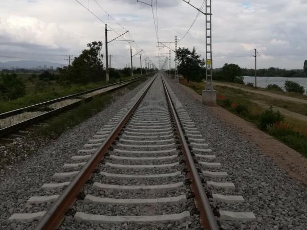 Заради нагряване на железопътните релси някои от влаковете се движат