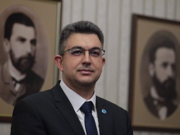 Продължават и споровете около личността на кандидата за премиер Пламен