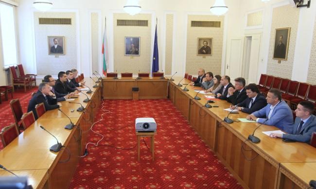 ИТН представя новите министри на три партии