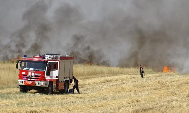 Пожари в цялата страна, изпепелени са 15 къщи в Долно село