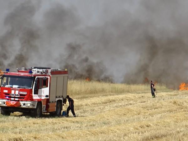 Огромен пожар изпепели над 15 къщи в кюстендилското Долно село.