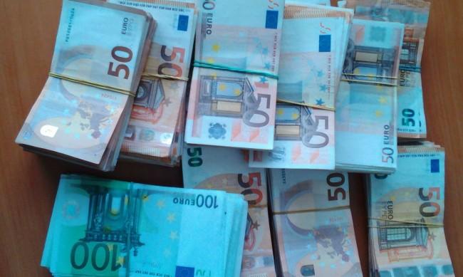Митничари спипаха 250 000 евро в камион за цветя