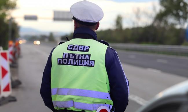 """Арестуваха австриец и германец на АМ """"Тракия"""", опитали да подкупят полицай"""