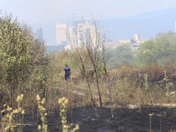 Снимка: Димитър Кьосемарлиев, Dnes.bgГолям пожар е избухнал в София. Запалили
