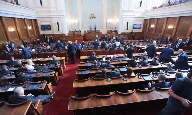 Депутатите решават окончателно какви ще са им заплатите