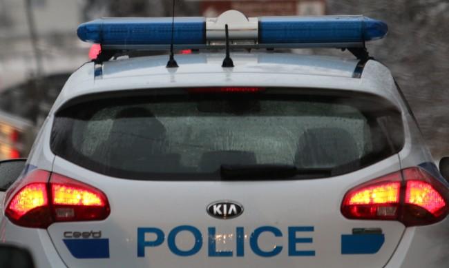Каналджия пробва да финтира полицаи, заловиха го с 9 мигранти