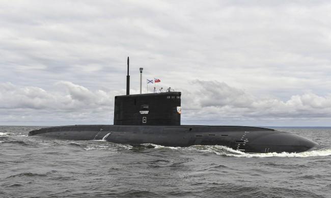 Десетки от ядрените подводници на Путин са край Великобритания