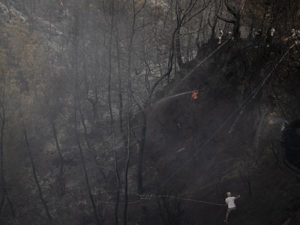 Пламъците в Турция достигнаха и до електроцентрала. Това съобщи в