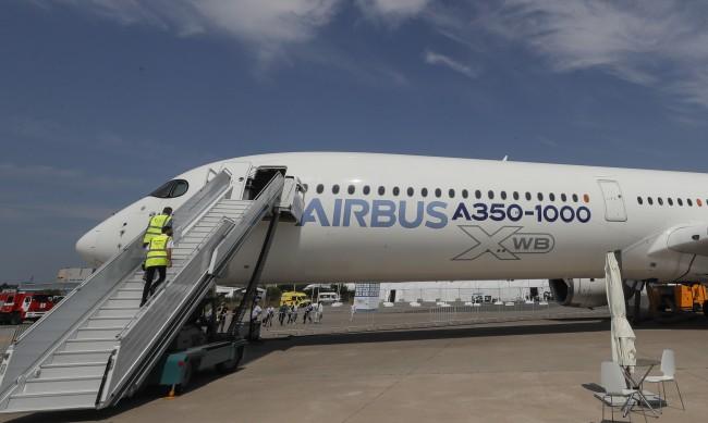 """""""Арестуваха"""" 13 руски самолета в Украйна"""