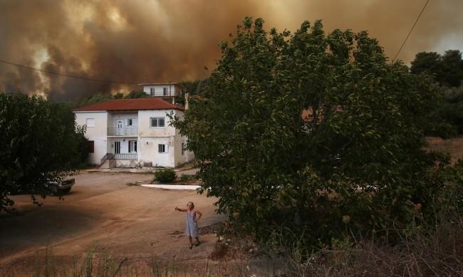 МВнР: Остава усложнена обстановката в Гърция заради пожарите