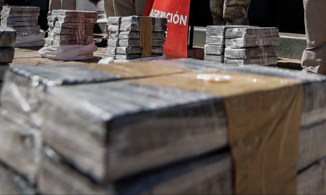 Заловиха 24 куфара с кокаин в самолет в Бразилия