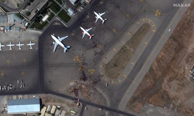 Студентка, опитала се да хване полет от Кабул: Мислех, че ще умра