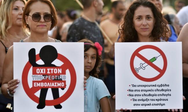 Отстраняват неваксинираните от работа в старчески домове в Гърция